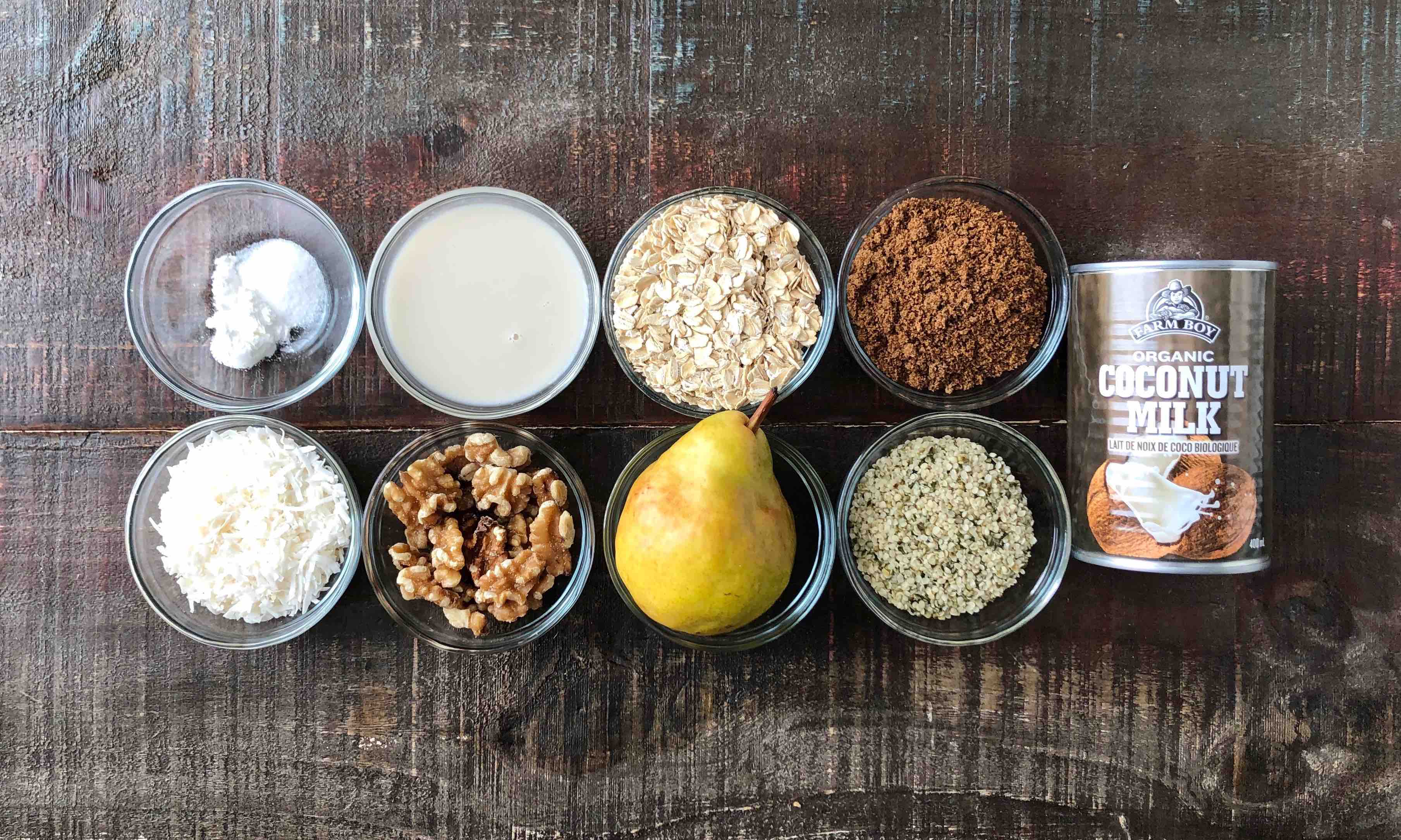 Gruau à la noix de coco et aux poires, cuit au four