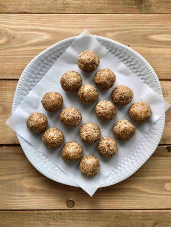 Boules d'énergie aux amandes et à la noix de coco